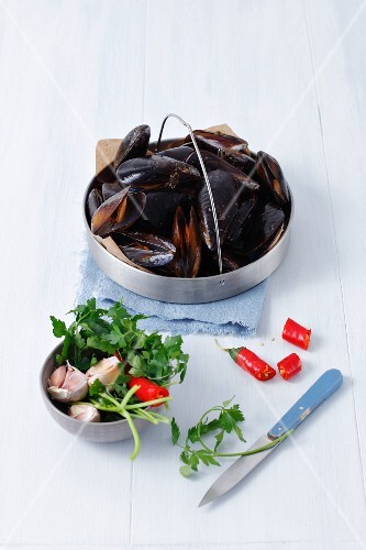 Ingredients for mussels with chilli, parsley and garlic