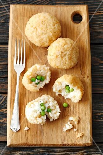 Arancini (fried rice balls with peas)