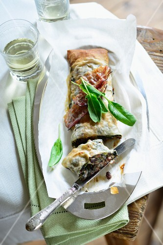 Spinach strudel with marinated raisins and diced bacon
