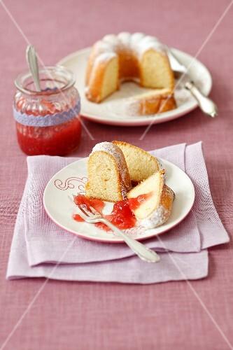Lemon cake with strawberry jam