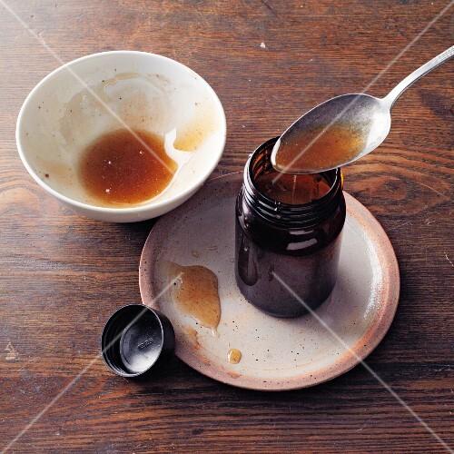 Homemade galgant honey à la Hildegard von Bingen
