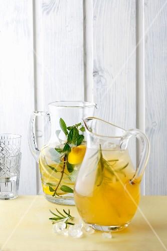 Lemonade with elderflower syrup and iced chai tea (simple glyx)