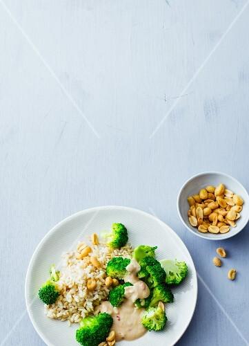 Vegan rice with broccoli with peanut sauce