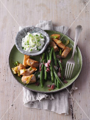 Chicken with bacon beans and tzatziki (LCHF)
