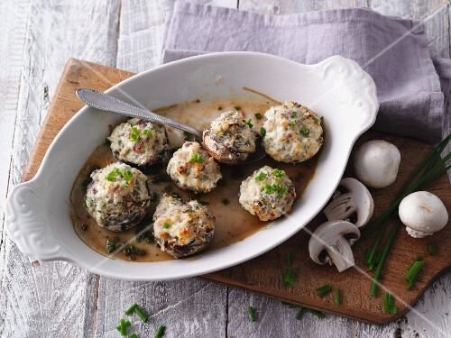 Oven-baked mushrooms filled with cream cheese (LCHF)
