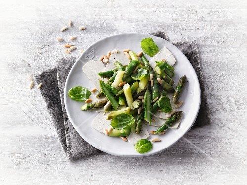 Asparagus and basil salad with smoked tofu