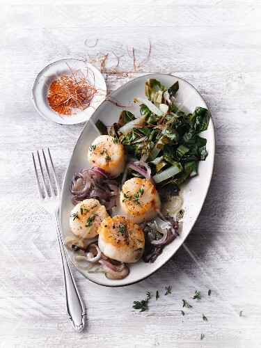 Fried scallops with chard