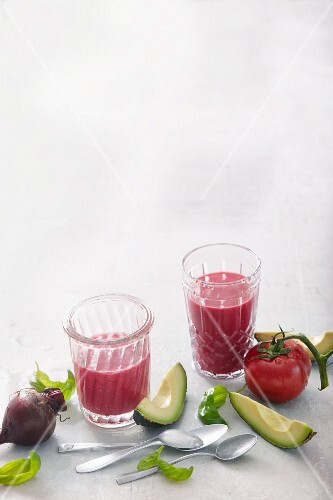 Tomato and avocado smoothies with beetroot and basil