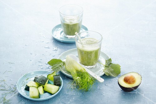 Cucumber and fennel smoothie with avocado and pigweed