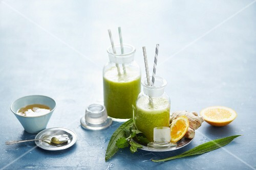 Wild herb smoothies with oranges, honey and ginger