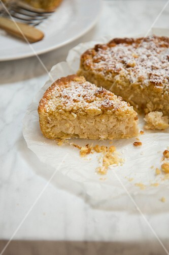 Rice cake with coconut and crumbles