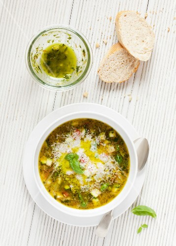 Pistou soup with crusty bread