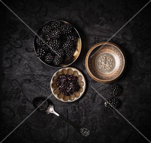 Blackberries and blackberry jam (seen from above)