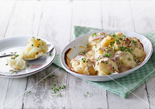 Cauliflower gratin with turkey breast and cream cheese