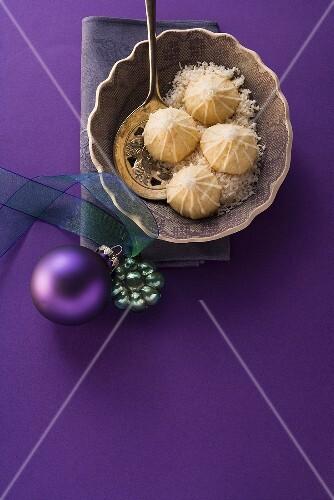 Coconut kisses (Brazilian macaroons)