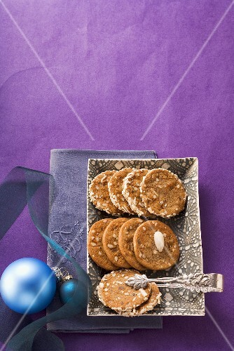 Brune Kager (almond biscuits, Scandinavia)