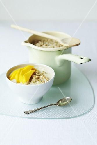 Porridge with fresh mango