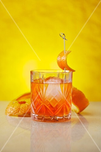 Unusual Negroni: a cocktail made with gin, Lillet Blanc and Aperol