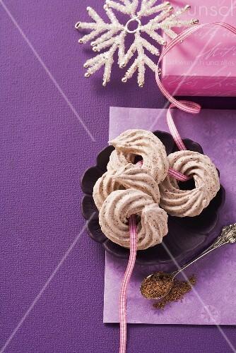 Schokoschäumchen: Schaumgebäck in Ringform