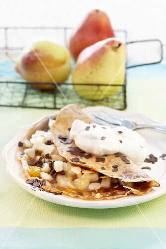 Pancakes filled with pears, chocolate and cream