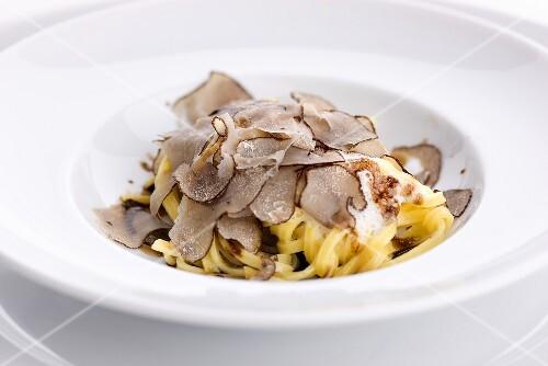 Taglierini with truffles in a creamy sauce