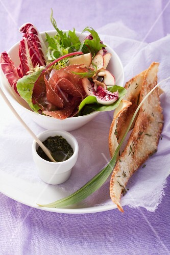 Radicchio salad with apple and Grisons air-dried beef