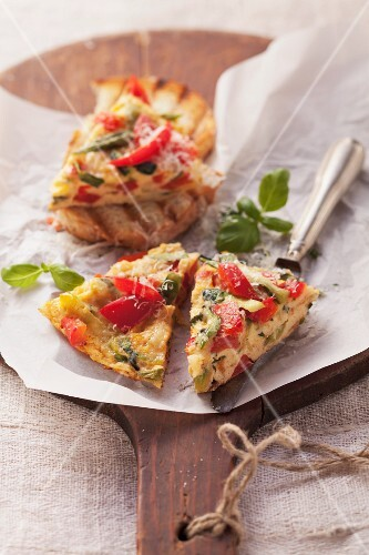 Pepper and courgette omelette with basil