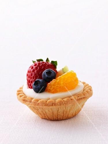 A fruit tartlet (close-up)