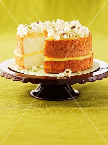 Lemon and pistachio cake on a cake stand