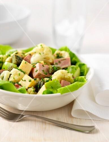 Cauliflower salad with ham and Gelber