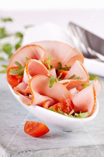 Ham with rocket and tomatoes
