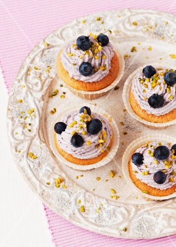 Cupcakeswith blueberry and mascarpone cream