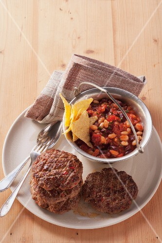 Mexican minced meat steaks with a bean medley