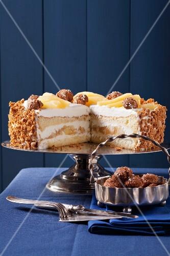 Apple and mascarpone cream layer cake
