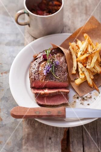 Ribeye-Steak mit Kräuter-Pommes