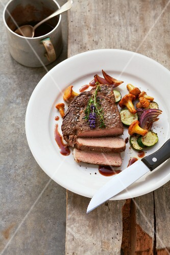 Beef steak with courgettes and chanterelle mushrooms