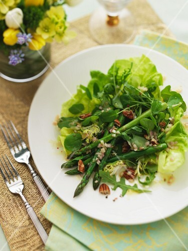 A mixed leaf salad with green asparagus and nuts