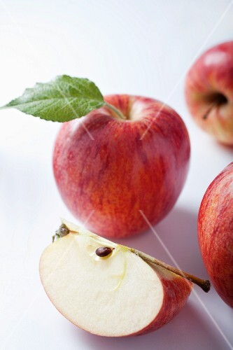 An apple wedge and whole apples