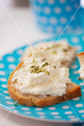 Slices of bread topped with cottage cheese and cress