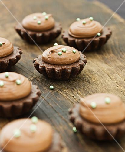 Chocolate cakes with whiskey cream