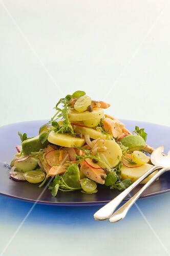 Potato salad with trout and grapes