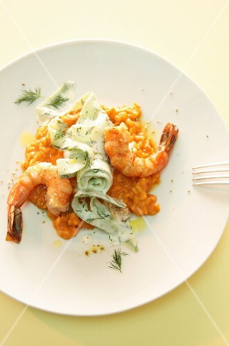 Pepper risotto with scampi, cucumber and dill sauce