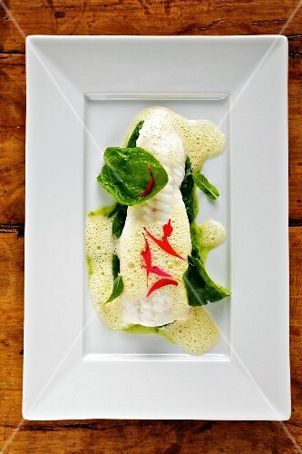 Steamed sole with lemon sauce and spinach