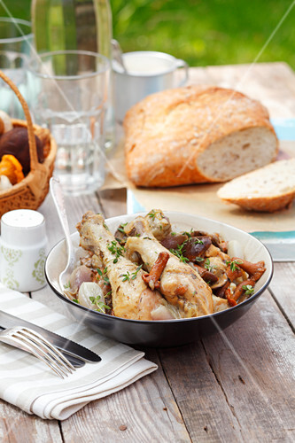 Braised chicken legs with mushrooms and shallots
