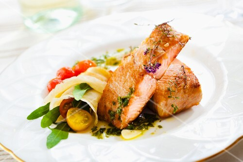 A salmon fillet with a wrap (filled with cherry tomatoes and rocket)