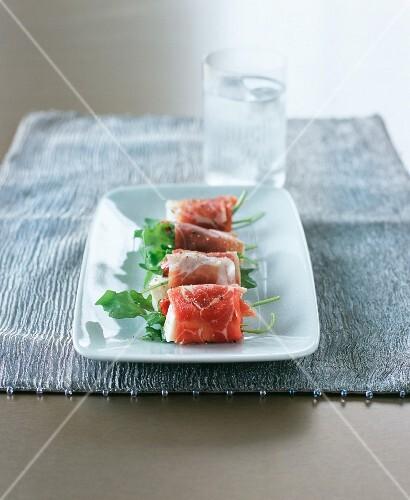 Ham rolls with mozzarella, dried tomatoes & rocket