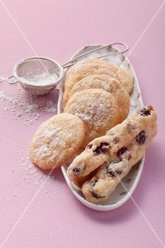 Cranberry and almond-semolina cookies