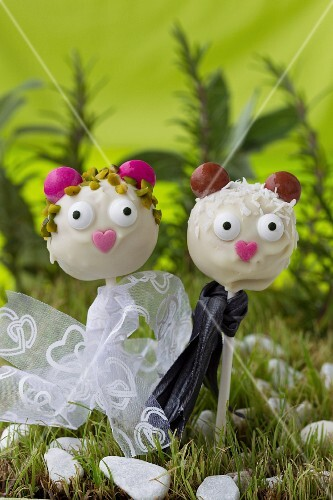 Cake pop couple