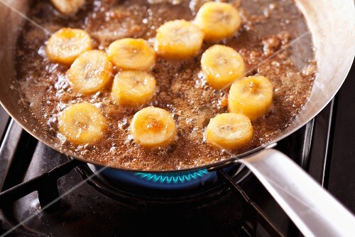 Caramelising banana slices