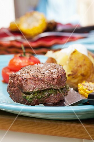 Barbecued fillet steak stuffed with pesto